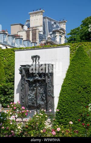 """'Porte de l'Enfer"""" dans le jardin de sculptures de Musée Rodin, Paris, France Banque D'Images"""