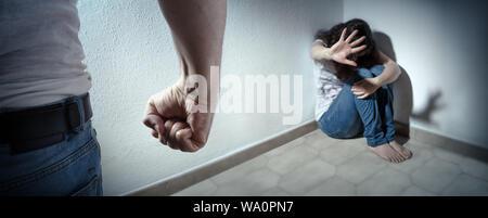 Concept de violence domestique - mari battant sa femme