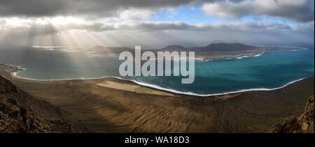 """Panorama de l'île de La Graciosa' 'Mirador del rio' à Lanzarote, îles canaries, espagne. Banque D'Images"