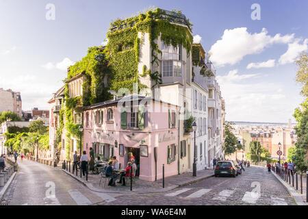 Rue Montmartre Paris - La Maison Rose restaurant dans le quartier Montmartre de Paris, France, Europe. Banque D'Images