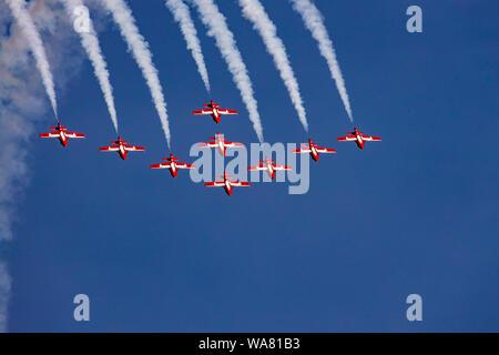 ABBOTSFORD, C.-B. - 9 août 2019 - Le 431e Escadron de démonstration aérienne des Forces canadiennes Les Snowbirds Vol en formation au spectacle aérien d'Abbotsford