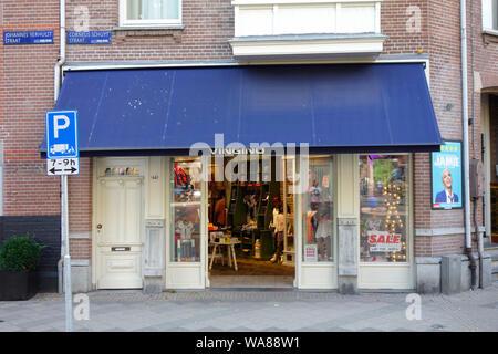 Cornelis Schuytstraat, Oud Zuid, Amsterdam, Pays-Bas - le foyer d'une grande variété de cafés et restaurants, boutiques et magasins de beauté.