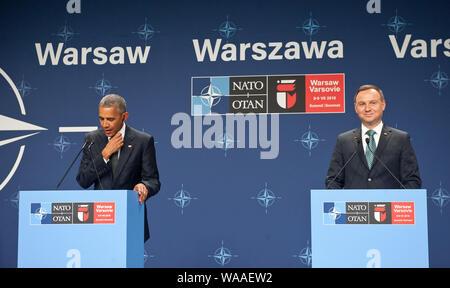 Le président Barack Obama et le président polonais Andrzej Duda faisant des déclarations à la suite de leur réunion au sommet de l'OTAN. Stade national de Varsovie, le 8 juillet 2016. Banque D'Images
