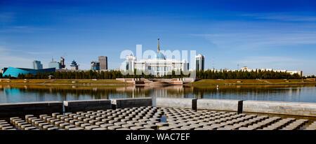 La Ak Orda Palais Présidentiel,Kazakhstan, Astana, vue depuis la digue Banque D'Images