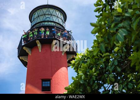 Tour group à Jupiter Inlet Lighthouse, Jupiter dans le comté de Palm Beach en Floride. (USA) Banque D'Images