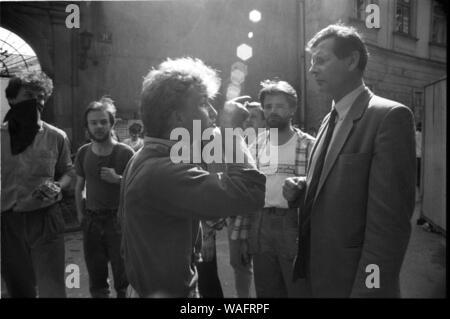 Cracovie, 18.05.1989. Manifestation d'étudiants sur la rue Dominikanska. KPN, NZS, WiP. 'Soviets go home'. Fot. Andrzej Stawiarski / Forum