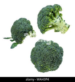 Ensemble de têtes de brocoli frais découper sur fond blanc Banque D'Images
