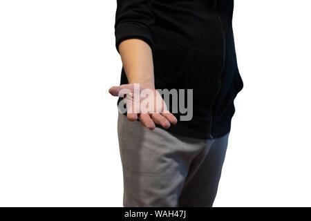 L'homme asiatique donnant un coup de main, demander ou offrir de l'aide