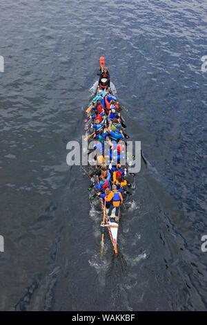 Journée d'ouverture de la Fête nautique, Seattle, État de Washington. Vue de dessus de dragon boat. Banque D'Images