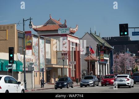 Street dans le quartier chinois au printemps, Los Angeles California USA Banque D'Images