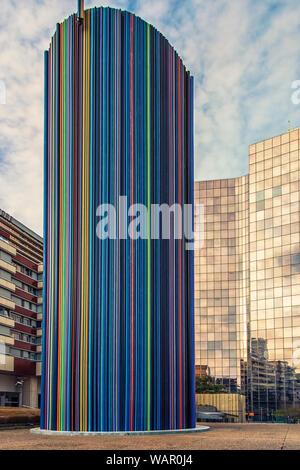 Le Moretti, un conduit de ventilation, les tubes en fibre de verre à la Défense, quartier des affaires à Paris Banque D'Images