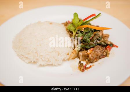 Sauté de viande et de riz, basilic Thai Food Banque D'Images