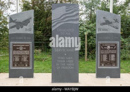 Les pierres du Souvenir commémorant United States militaires qui sont morts en servant à RAF Greenham Common durant la Seconde Guerre mondiale, Berkshire, Royaume-Uni Banque D'Images