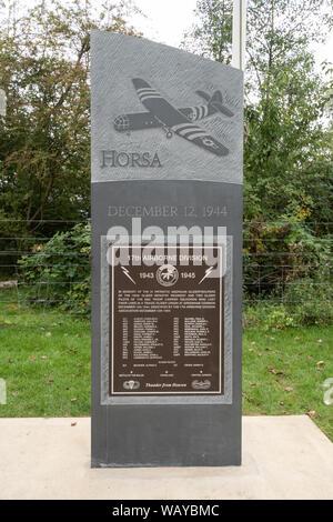 Pierre commémorative commémorant les soldats américains qui sont morts en servant à RAF Greenham Common durant la Seconde Guerre mondiale, Berkshire, Royaume-Uni Banque D'Images
