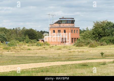 La tour de contrôle de Greenham Common, officiellement partie de la base aérienne, maintenant utilisé comme un centre d'accueil, Berkshire, Royaume-Uni Banque D'Images
