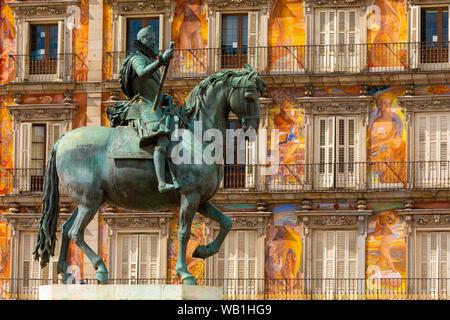 Statue du Roi Philippe III dans la Plaza Mayor, Madrid, Espagne, sud-ouest de l'Europe Banque D'Images