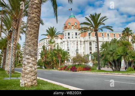 Hôtel de luxe historique célèbre le Negresco à Nice France Europe sur la promenade de l'anglais. Banque D'Images