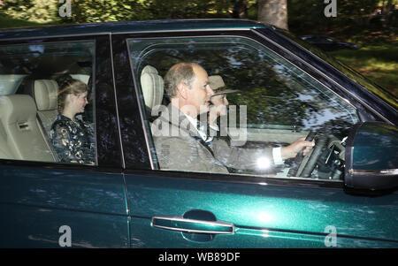 Le comte de Wessex, la comtesse de Wessex et sa fille Dame Louise arrivent à Crathie Kirk pour le service de l'église dimanche près de Balmoral, où les membres de la famille royale sont en ce moment passer leurs vacances d'été.