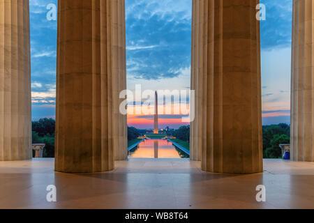 Washington Monument et miroir d'eau à partir de la Lincoln Memorial à Washington, D.C.