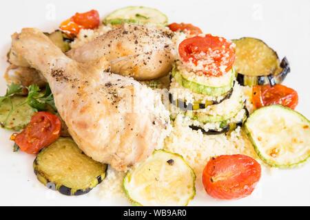 Poulet au couscous et les légumes grillés Banque D'Images