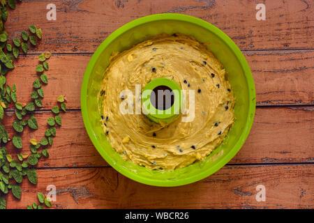 Au moment de la cuisson du pain aux bananes avec mélange de chocolat Banque D'Images