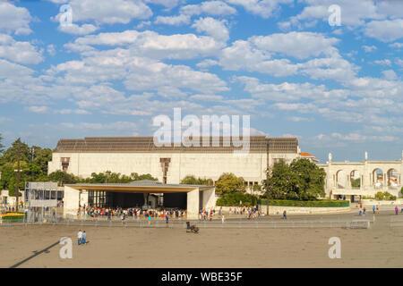 Le Portugal, Fatima Ville - centre de pèlerinage catholique. La magnifique cathédrale complexe et l'Église
