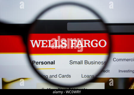 Los Angeles, Californie, USA - 21 2019 Editorial : Jule de WELLSFARGO.COM accueil du site. Logo de la WELLS FARGO visible sur l'écran. Banque D'Images