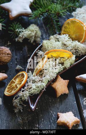 Close-up of Star Shape Cookies sur la table durant les fêtes de Noël Banque D'Images
