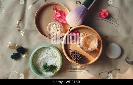 Portrait de produits de beauté sur la table
