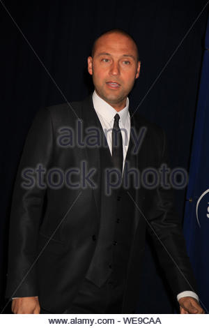 New York, NY - Derek jeter à la 11e édition de Joe Torre en sécurité à la maison Foundation gala tenu au Chelsea Piers. AKM-GSI 14 Novembre, 2013 Banque D'Images