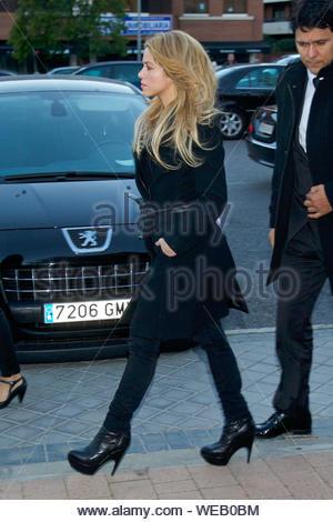 Madrid, Espagne - La chanteuse colombienne Shakira assiste à l'enterrement à la mémoire d'Irene Vazquez Romero, épouse de l'ex-ministre José Maria Michavila, à Sta Maria de Cana Église dans Pozuelo de Alarcon. AKM-GSI le 27 novembre 2013 Banque D'Images