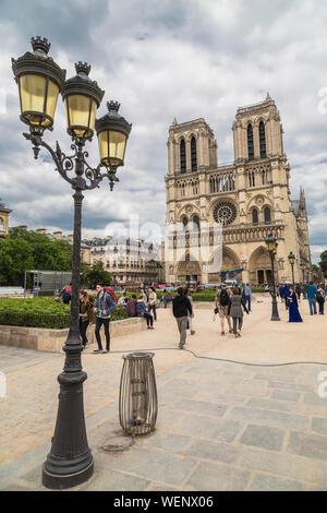 PARIS, FRANCE - 17 MAI 2016: La Cathédrale Notre Dame de l'île Cité à Paris. France Banque D'Images