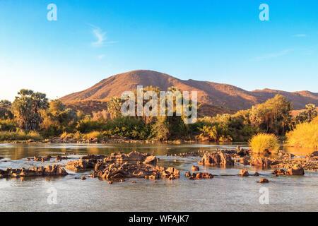 - Kunene river à la frontière de l'Angola et la Namibie, Namibie, Epupa