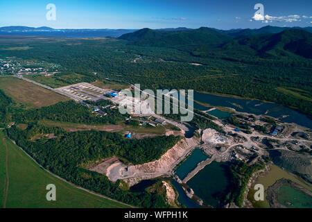 Vue aérienne sur la carrière de grès. Grande Carrière de dessus pendant les heures de travail. Lieu industriel en Russie. Banque D'Images