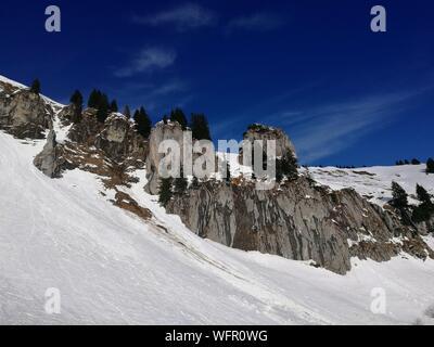 Vue panoramique des montagnes aux sommets enneigés Against Sky Banque D'Images