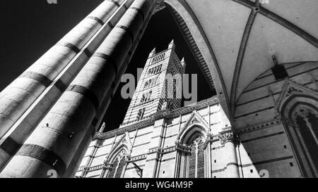 Low Angle View de la Cathédrale de Sienne
