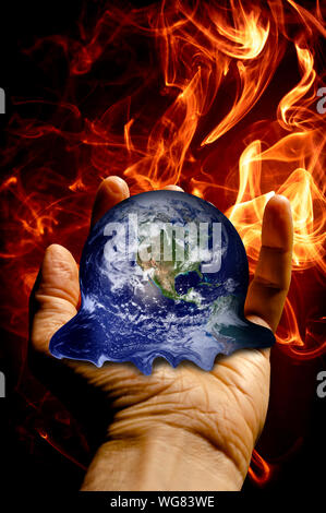 Main tenant une masse de fusion, concept pour le réchauffement climatique