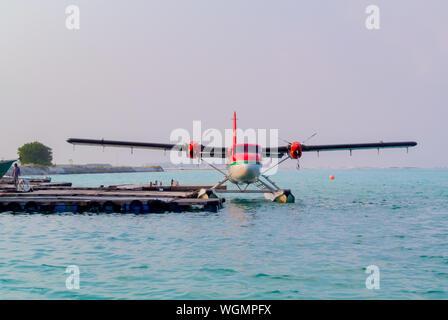 Un taxi aérien des Maldives à une jetée, Maldives island Banque D'Images