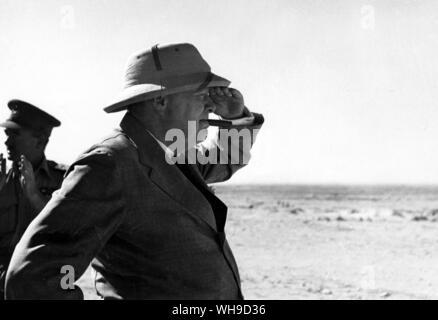 Sir Winston Churchill (1874-1965). Vues Churchill El Alamein, 7 août 1942. Banque D'Images