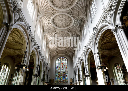 L'église de Sainte Marie de la Guilde Aldermary, City of London, Londres, Angleterre, Royaume-Uni, Europe Banque D'Images