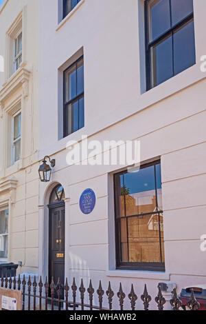 Londres, quartier de Lambeth. Une plaque marque bleue la chambre en Hackford Road, Brixton, une fois habité par Vincent Van Gogh. Banque D'Images