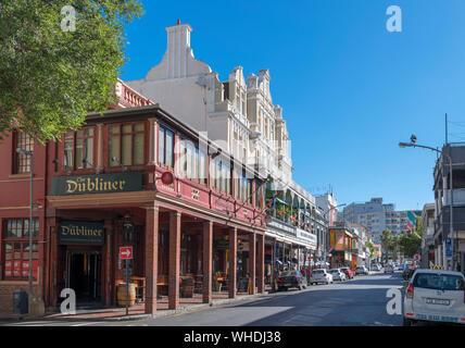 Bars, restaurants et auberges de jeunesse sur la rue Longue à Cape Town, Western Cape, Afrique du Sud Banque D'Images