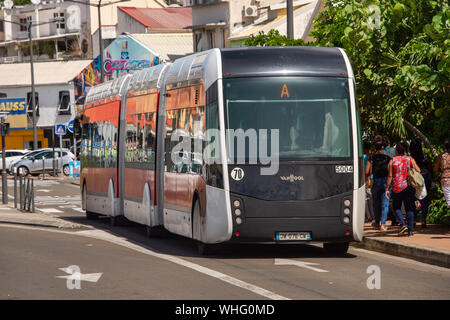 Fort-de-France, Martinique, FR - 23 août 2019: le Bus Rapid Transit (TCSP) véhicule à Pointe Simon. Banque D'Images