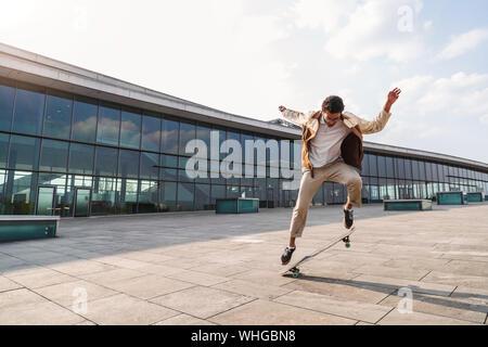 African American guy faisant affaire avec patinage Banque D'Images