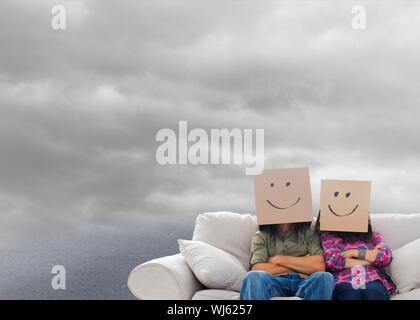 Image composite de silly employés avec bras croisés portant sur leurs têtes des boîtes flottant dans ciel nuageux Banque D'Images