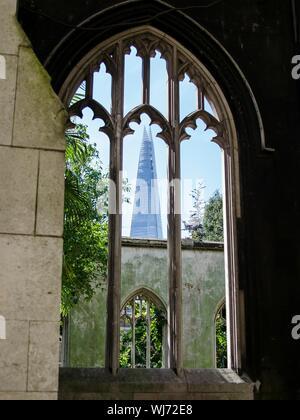Shard London Bridge vu de la fenêtre de l'Église Banque D'Images