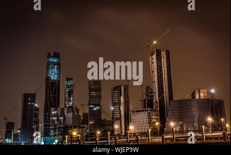 Low Angle View Of Skyscrapers Lit Up at Night Banque D'Images