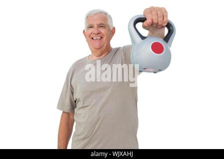 Portrait of a senior man exercising with électrique bell sur fond blanc Banque D'Images
