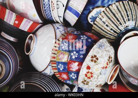Full Frame Shot de bols en porcelaine Banque D'Images