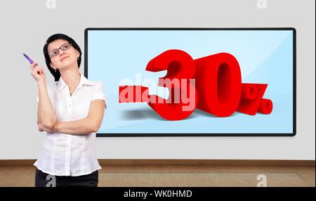 Businesswoman thinking et téléviseur plasma sur le mur